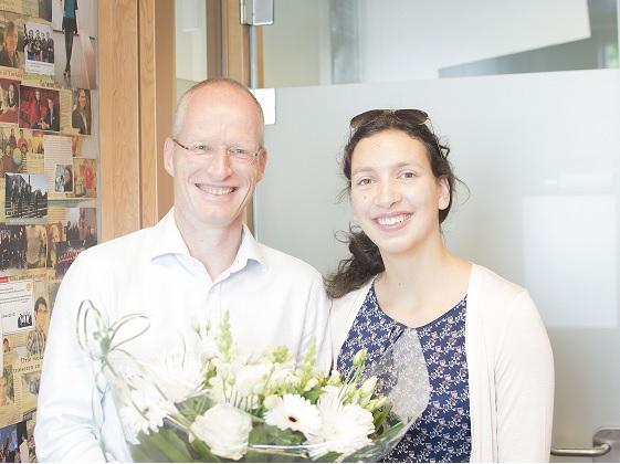 Cornelis ten Napel ontvangt onderwijsbloemetje